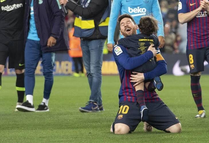 جشن قهرمانی بارسلونا 8 - تصاویر/ جشن قهرمانی بارسلونا