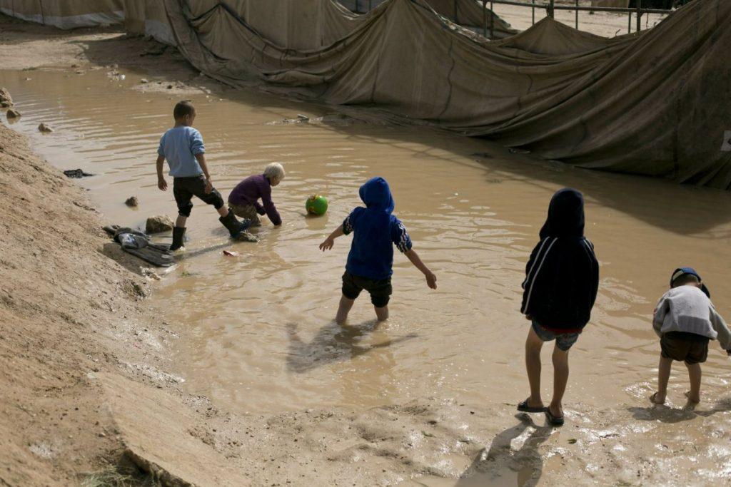 داعش 10 1024x683 - تصاویر/ نگهداری زنان و اطفال داعش در شمال سوریه