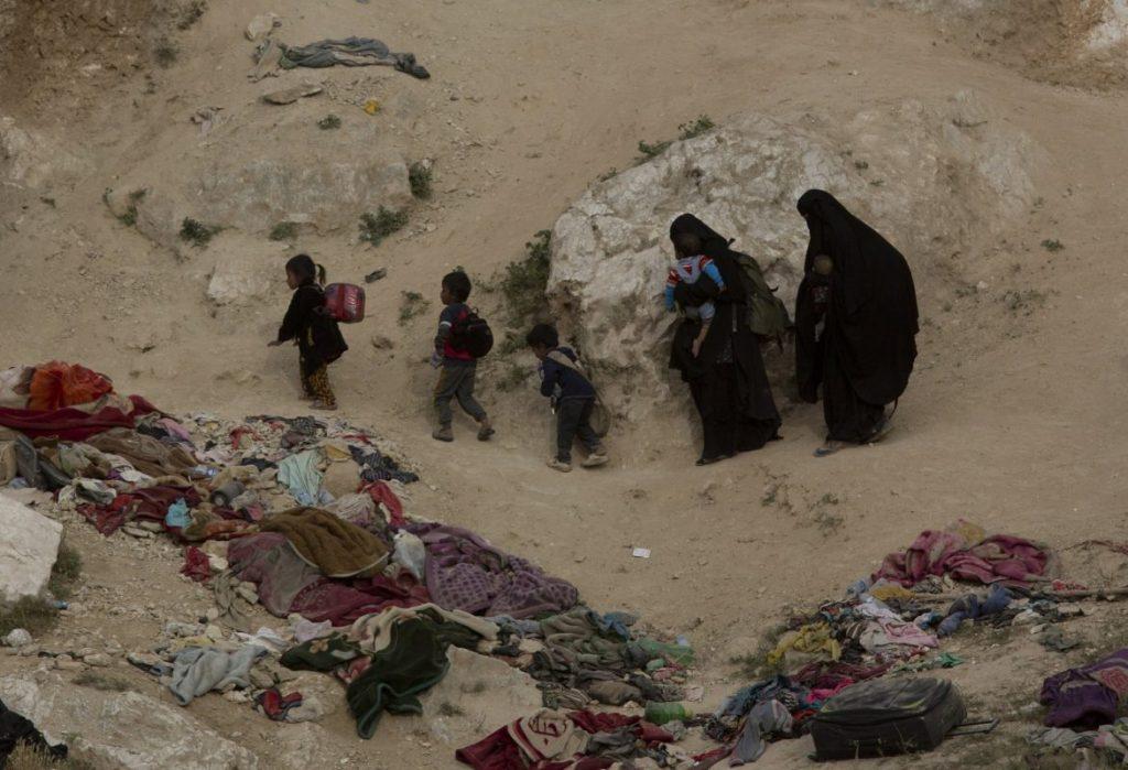 داعش 8 1024x699 - تصاویر/ نگهداری زنان و اطفال داعش در شمال سوریه
