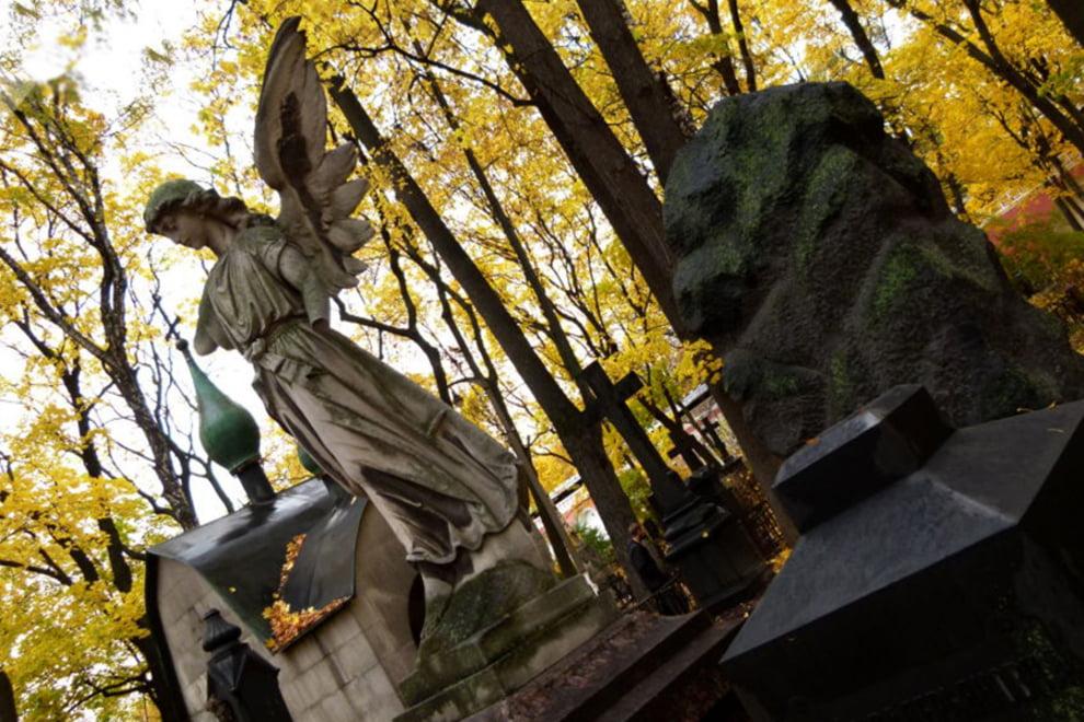 سنگ قبر 1 - تصاویر/ سنگ قبرهای عجیب در جهان