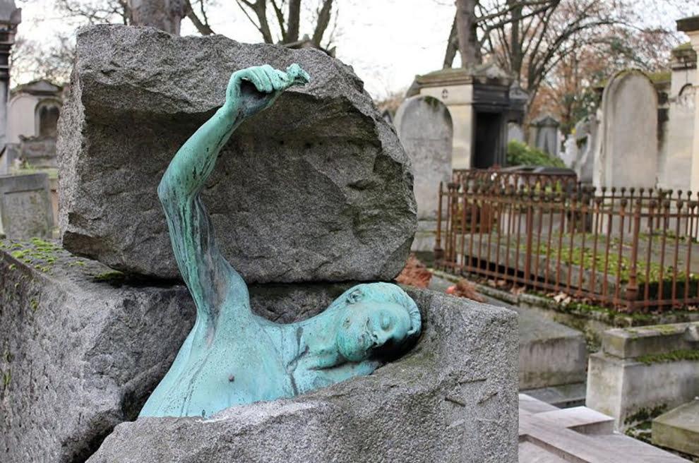 سنگ قبر 12 - تصاویر/ سنگ قبرهای عجیب در جهان