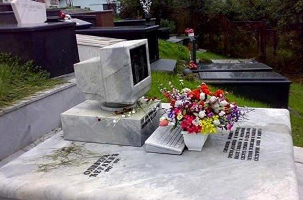 سنگ قبر 15 - تصاویر/ سنگ قبرهای عجیب در جهان