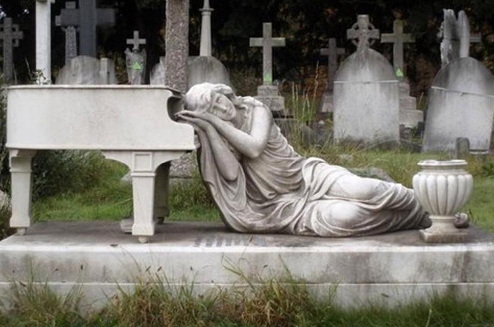 سنگ قبر 16 - تصاویر/ سنگ قبرهای عجیب در جهان