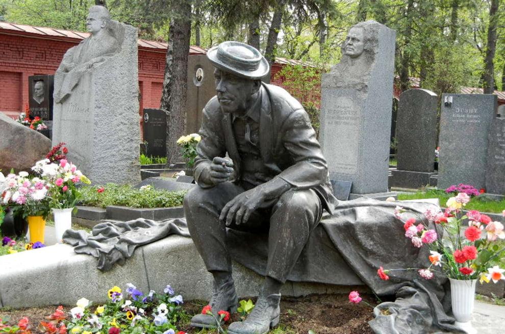 سنگ قبر 2 - تصاویر/ سنگ قبرهای عجیب در جهان