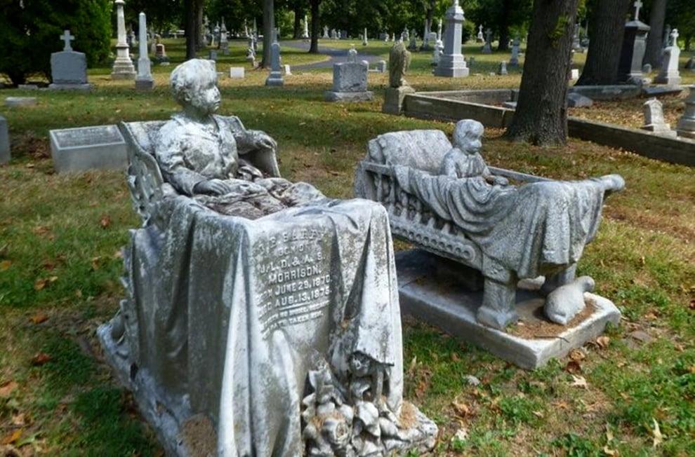 سنگ قبر 3 - تصاویر/ سنگ قبرهای عجیب در جهان