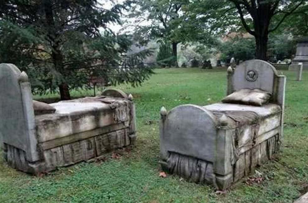 سنگ قبر 6 - تصاویر/ سنگ قبرهای عجیب در جهان