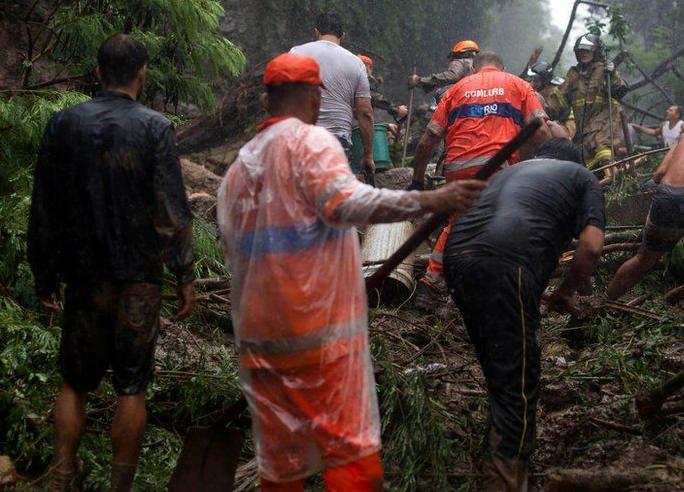 سیلاب برازیل 5 - تصاویر/ سیلاب مرگبار در برازیل