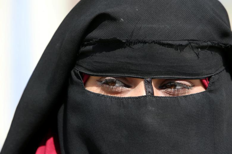 عروس داعشی 8 - حمله خونین زن داعشی به یک عسکر جوان + تصاویر (18+)