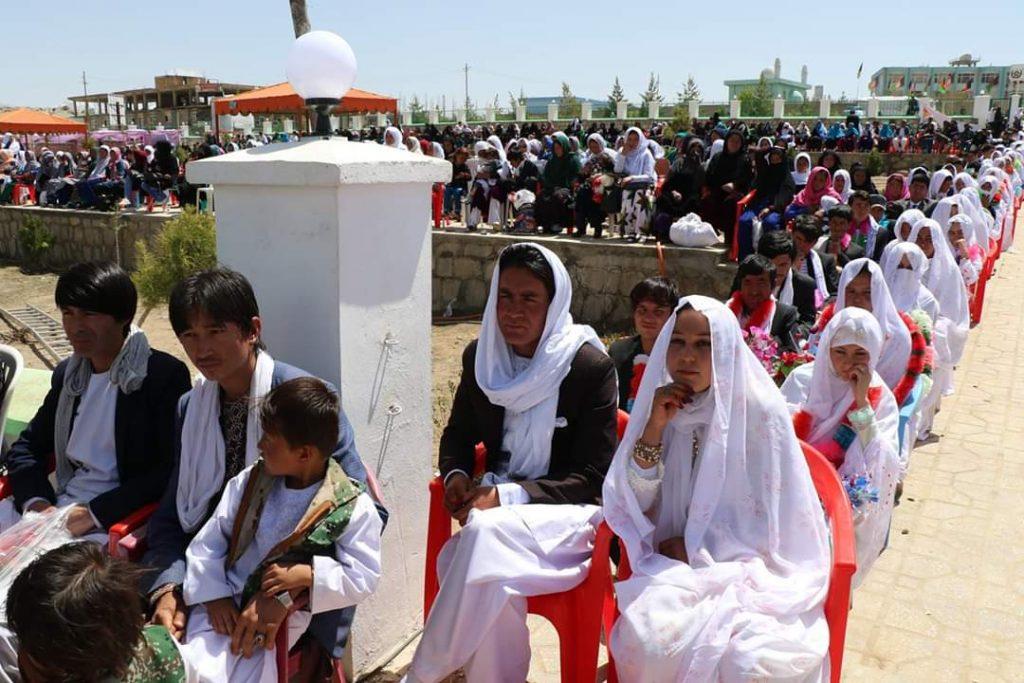 مراسم ازدواج دایکندی 1 1024x683 - تصاویر/ مراسم ازدواج یکصد زوج جوان در دایکندی