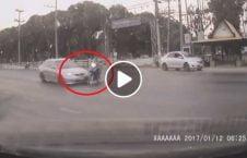 ویدیو تصادف مرگبار موترسایکل عبور سرک 226x145 - ویدیو/ تصادف مرگبار موترسایکل سوار هنگام عبور از سرک
