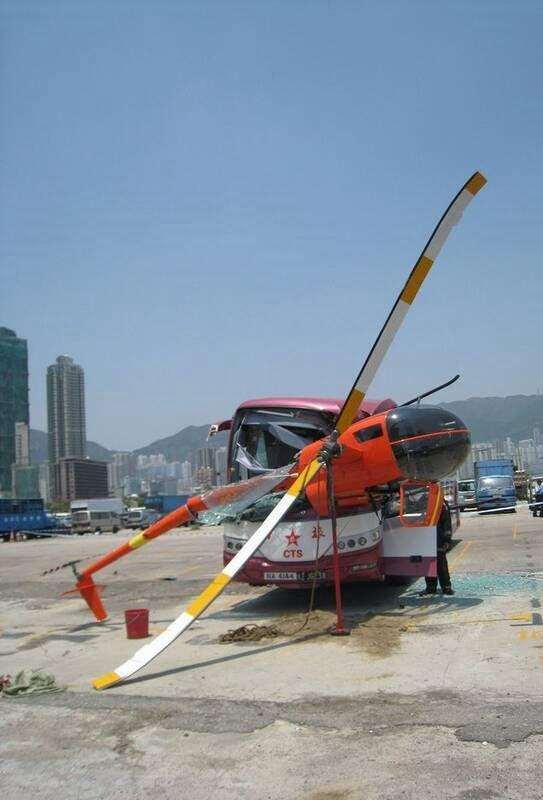 چرخبال 2 - تصاویر/ برخورد وحشتناک چرخبال با یک بس در هانگ کانگ