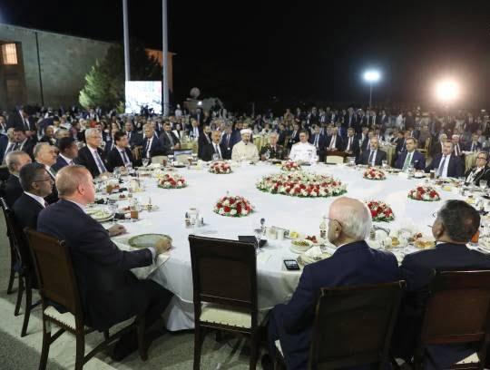 اردوغان4 - تصاویر/ مراسم افطاری تشریفاتی مقامات در ترکیه