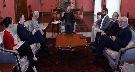 اشرف غنی الیس ویلز 550x295 - بحث رییس جمهور و معاون وزارت امور خارجۀ امریکا در پیوند به نامه ارسالی به ترمپ