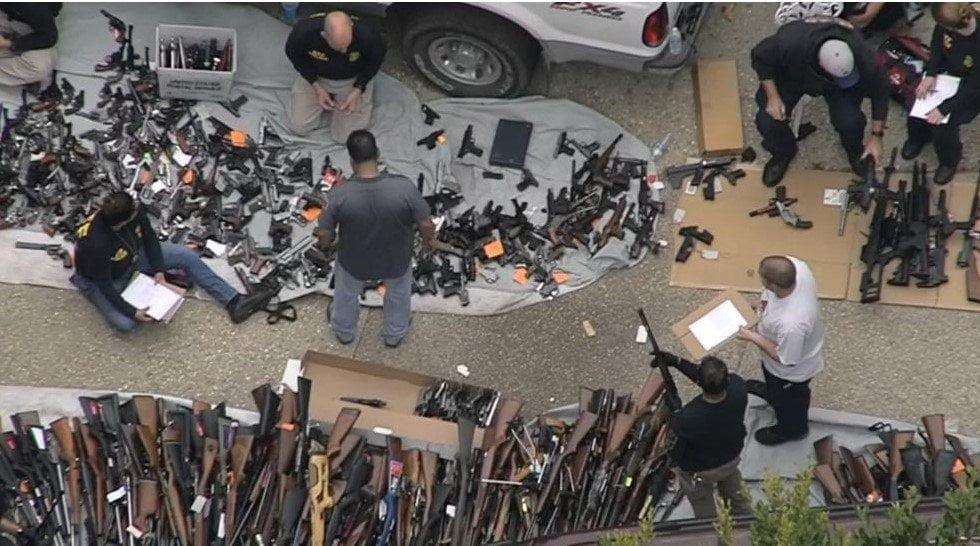 انباراسلحه3 - تصاویر/ انبار کلان اسلحه در امریکا کشف شد