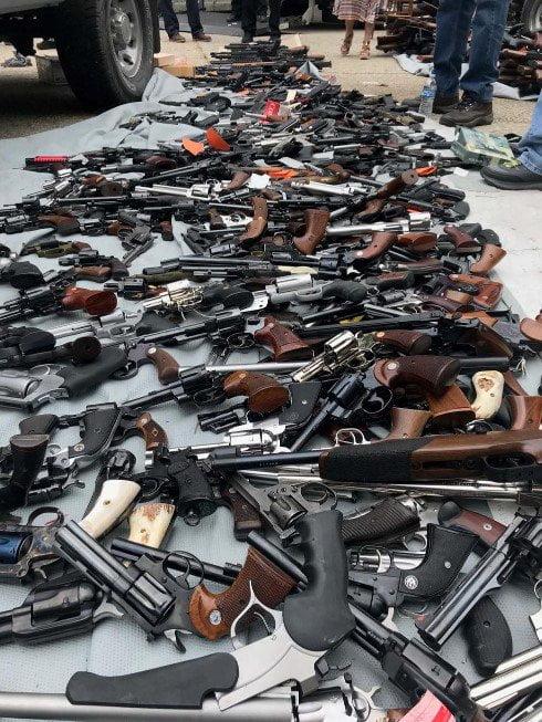 انباراسلحه5 - تصاویر/ انبار کلان اسلحه در امریکا کشف شد