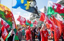باشنده گان ولز 1 226x145 - تصاویر/ مظاهره هزاران تن از باشنده گان ولز برای جدایی از بریتانیا