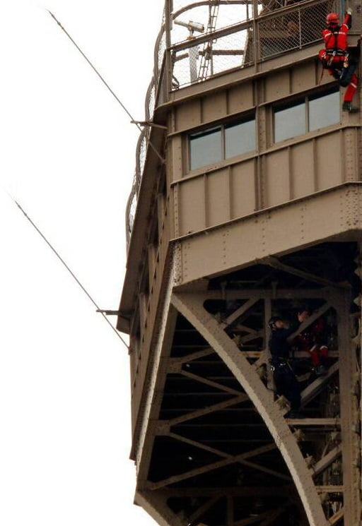برج3 - تصاویر/ مردی که به مصاف برج ایفل رفت