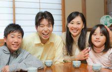 جاپان خانواده 226x145 - راه حل عجیب مردم جاپان برای فرار از تنهایی
