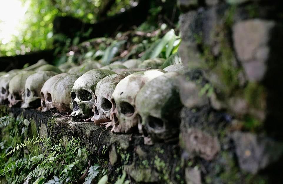 قبرستان3 - سنت ترسناک قریه نشینان اندونزیا برای مردگان + تصاویر(18+)