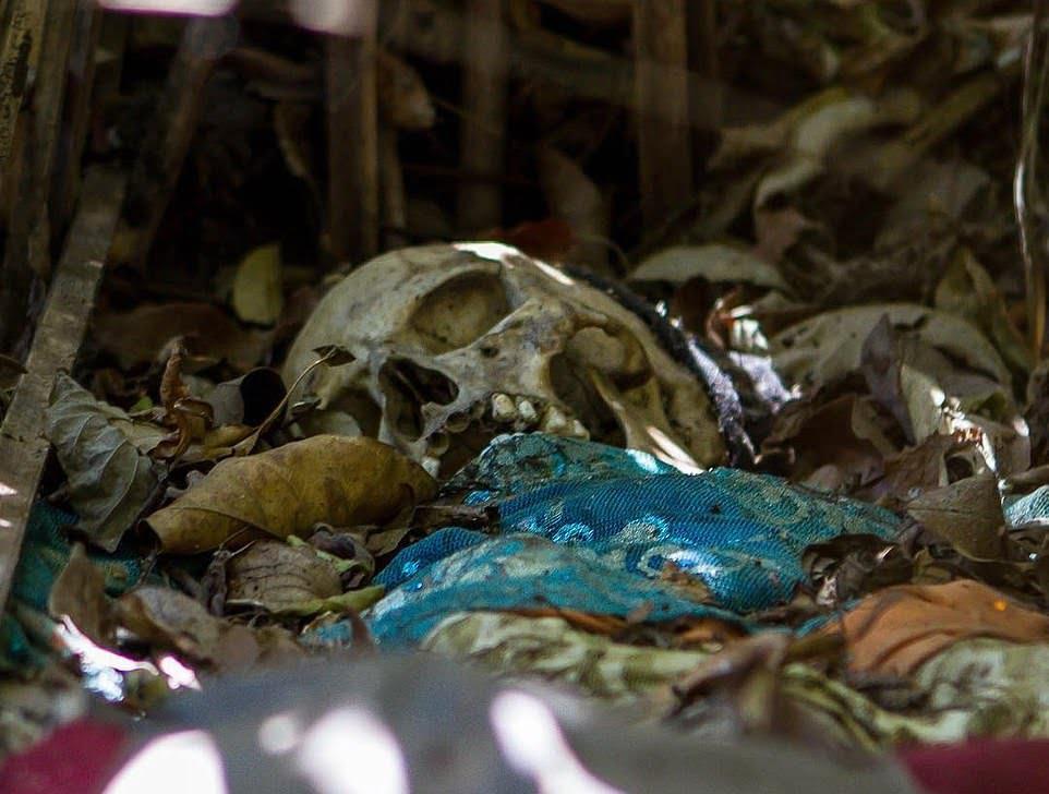 قبرستان4 - سنت ترسناک قریه نشینان اندونزیا برای مردگان + تصاویر(18+)