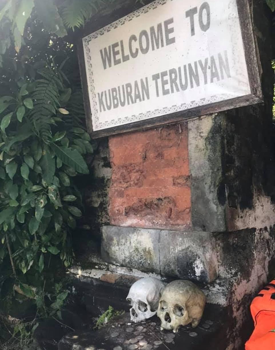 قبرستان8 - سنت ترسناک قریه نشینان اندونزیا برای مردگان + تصاویر(18+)
