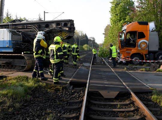 قطار تصادف 2 - تصاویر/ تصادف شدید قطار با لاری در جرمنی