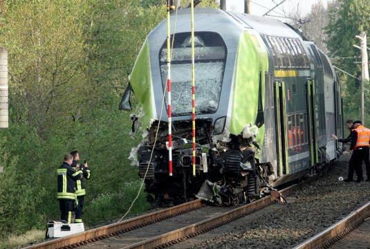 قطار تصادف 3 - تصاویر/ تصادف شدید قطار با لاری در جرمنی