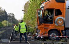 قطار تصادف 6 226x145 - تصاویر/ تصادف شدید قطار با لاری در جرمنی