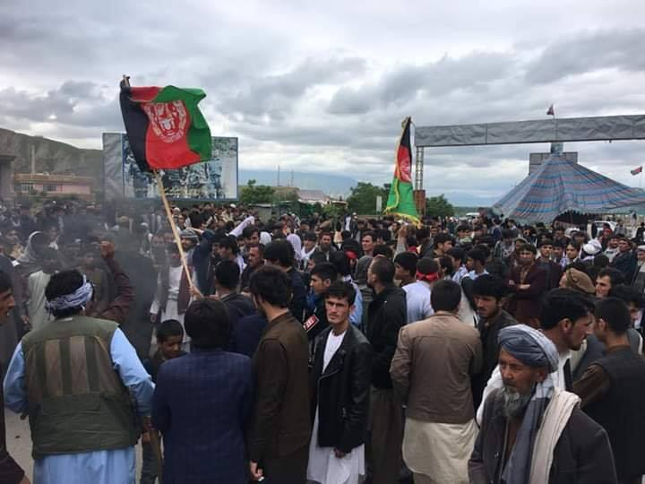 معترضان بغلانی 3 - تصاویر/ معترضان بغلانی در شاهراه کابل – شمال