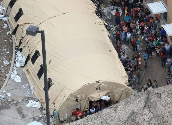 مهاجران1 - تصاویری از مصیبت های مهاجران در سرحدات امریکا
