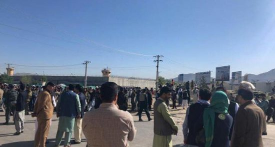 نامزدان ولسی جرگه 550x295 - هجوم شماری از نامزدان انتخابات به ساختمان ولسی جرگه