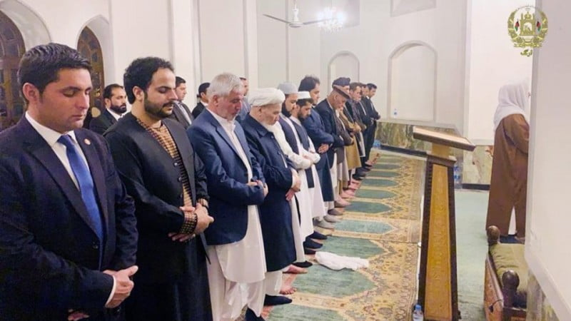 نماز تراویح - تصویر/ اشتراک رییس جمهور غنی در نماز تراویح