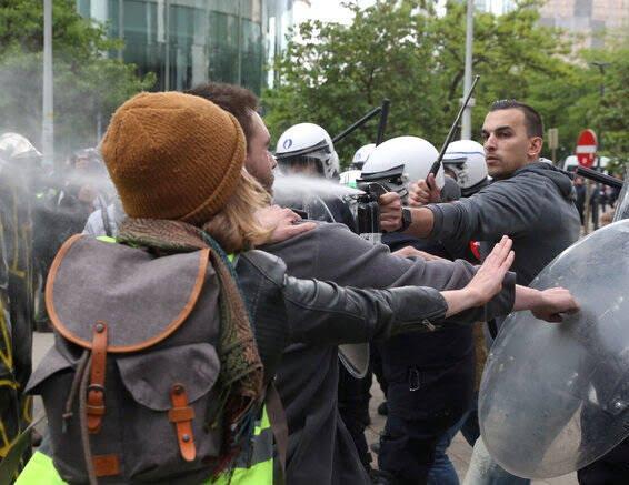 واسکت زردها 2 - تصاویر/ اعتراض واسکت زردها به دیکتاتوری اروپایی ضد مردمی