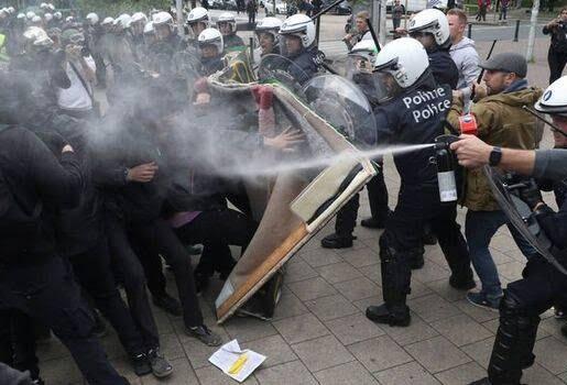 واسکت زردها 4 - تصاویر/ اعتراض واسکت زردها به دیکتاتوری اروپایی ضد مردمی