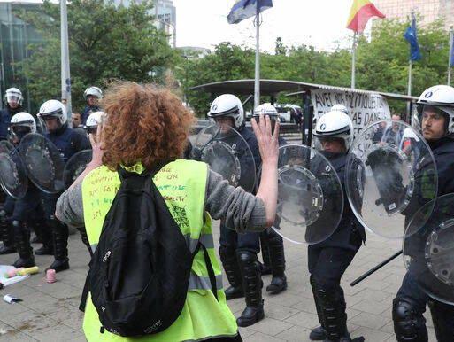 واسکت زردها 6 - تصاویر/ اعتراض واسکت زردها به دیکتاتوری اروپایی ضد مردمی