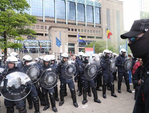 واسکت زردها 7 - تصاویر/ اعتراض واسکت زردها به دیکتاتوری اروپایی ضد مردمی