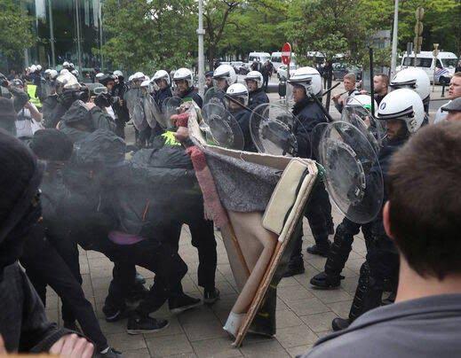 واسکت زردها 8 - تصاویر/ اعتراض واسکت زردها به دیکتاتوری اروپایی ضد مردمی