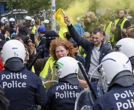 واسکت زردها 9 - تصاویر/ اعتراض واسکت زردها به دیکتاتوری اروپایی ضد مردمی