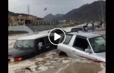 ویدیو بیرون کشیدن راننده سیلاب 226x145 - ویدیو/ لحظه بیرون کشیدن راننده از زیر سیلاب