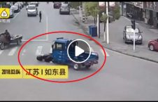 ویدیو راننده تصادف فرار 226x145 - ویدیو/ عاقبت راننده ای که پس از تصادف فرار کرد