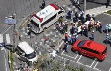 1تصادف 226x145 - تصاویر/ برخورد وحشتناک موتر با اطفال در جاپان