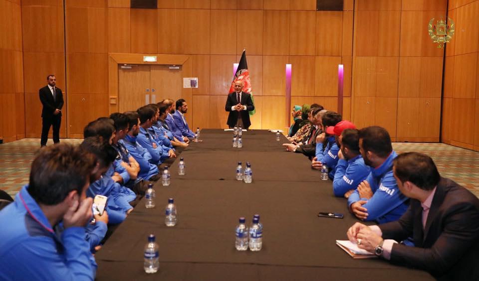 اشرف غنی کرکت 3 - تصاویر/ دیدار رییس جمهور غنی با اعضای تیم ملی کرکت کشور در بریتانیا