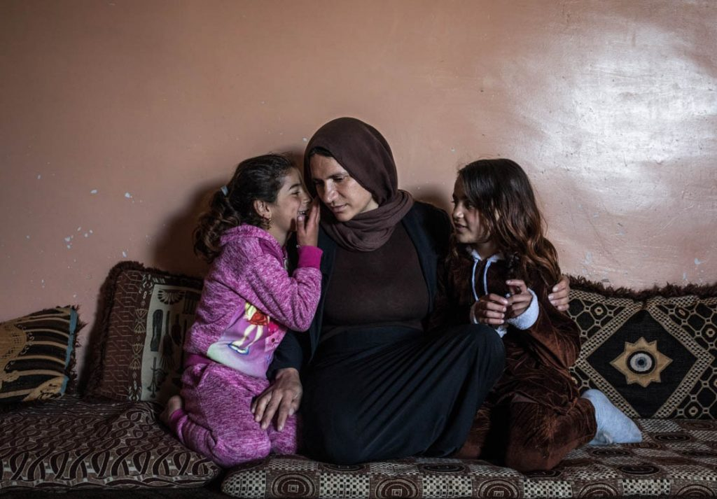 ایزدی 1 1024x713 - این زن ۲ سال برده جنسی داعش بود! + تصاویر
