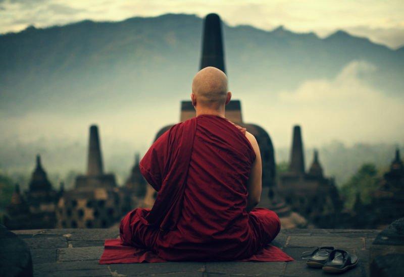 راهب - راهبی که چهل سال روی یک ستون زنده گی کرد + تصاویر