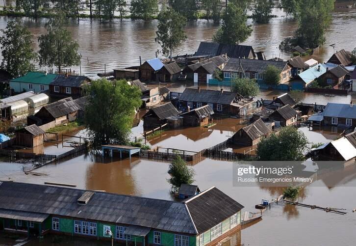 سیل روسیه 3 - تصاویر/ جاری شدن سیلاب ها در مناطقی از روسیه