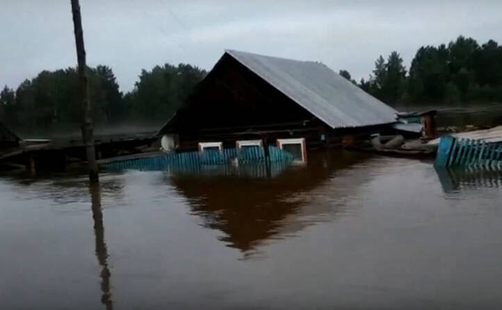 سیل روسیه 6 - تصاویر/ جاری شدن سیلاب ها در مناطقی از روسیه
