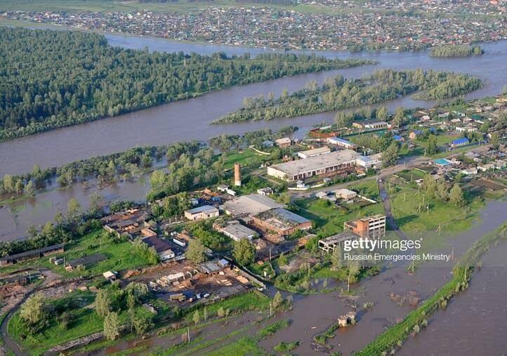 سیل روسیه 8 - تصاویر/ جاری شدن سیلاب ها در مناطقی از روسیه