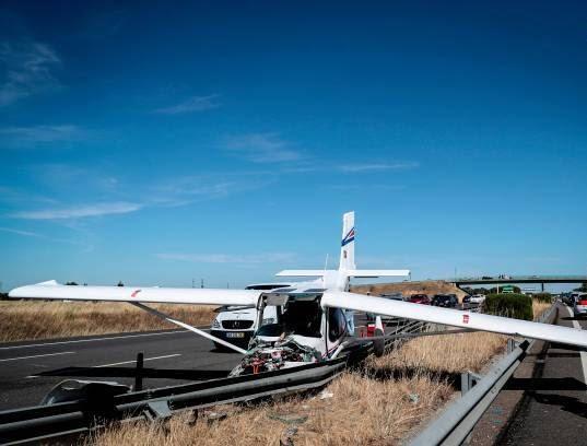 طیاره 5 - تصاویر/ طیاره ای که در شاهراه فرود آمد!