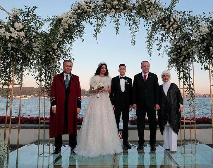 مسعود اوزیل امینه گولشه - تصویر/ مراسم ازدواج مسعود اوزیل با حضور داشت اردوغان