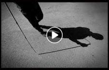 ویدیو لحظه دردناک سقوط مرد نابینا 226x145 - ویدیو/ لحظه ای دردناک از سقوط مرد نابینا
